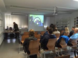 """La(a)gebesprechung - nicht nur am """"lebenden Objekt"""" wurde der Eurofighter vorgestellt. Mit Videos wurde die Präsentation gut untermalt."""
