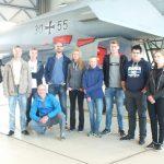 Aus vielen Vereinen kamen die Jungpiloten. Zu sehen ist die gesamte Besuchergruppe.